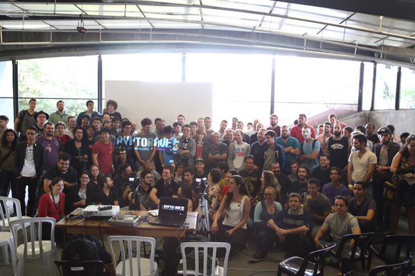 Peter Sunde com o público na manhã de sábado (CMI São Paulo/Copyleft)