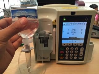 Bomba de infusão PLUM A+3 da Hospira (Billy Rios / Divulgação)